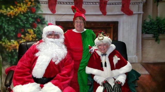 2015 Parade- Santa Mrs Claus Elf (2)